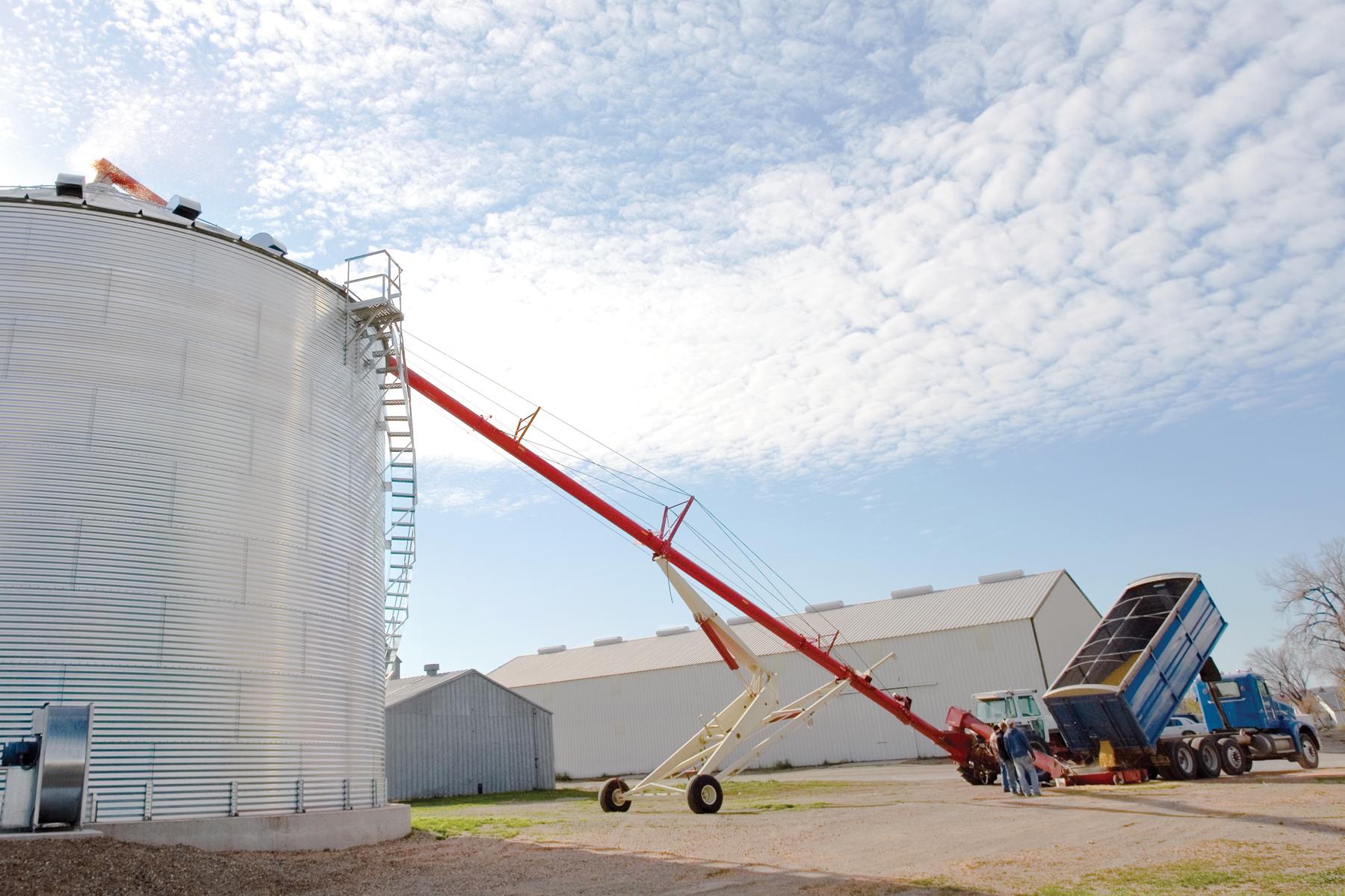 Farm King Grain Augers – Linndale